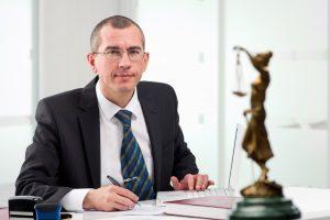 Ein Anwalt kann helfen herauszufinden, ob die Auszahlung der Lebensversicherung steuerpflichtig ist.